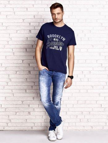 Granatowy t-shirt męski z napisem BROOKLYN NYC                                  zdj.                                  4