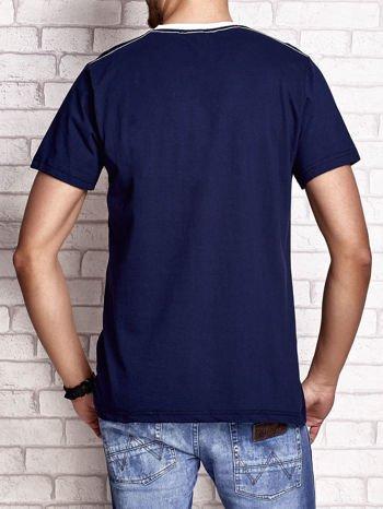 Granatowy t-shirt męski z napisem RAMOS i nadrukiem                                  zdj.                                  2