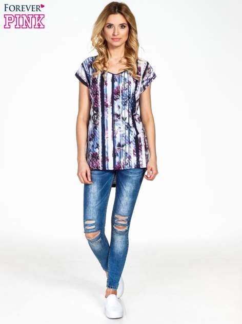 Granatowy t-shirt we wzór kwiatowy                                  zdj.                                  6