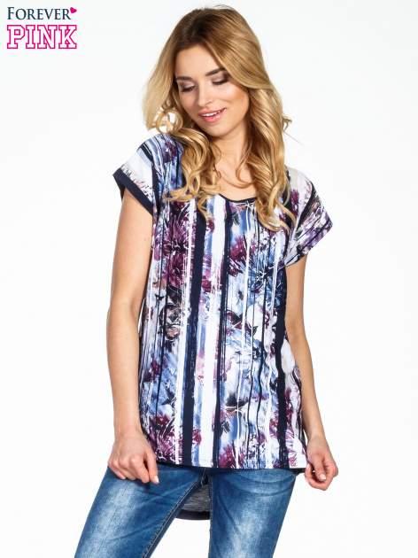 Granatowy t-shirt we wzór kwiatowy                                  zdj.                                  1