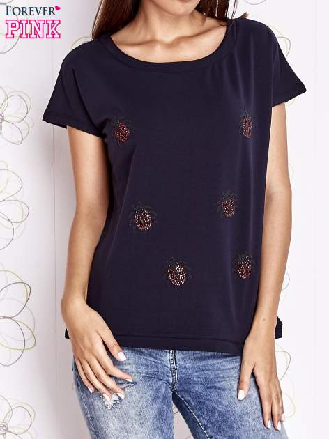 Granatowy t-shirt z aplikacją owadów                                  zdj.                                  1