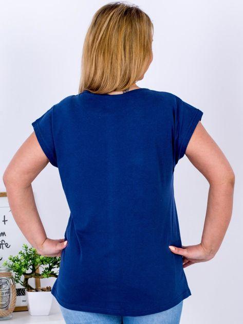 Granatowy t-shirt z jaskrami PLUS SIZE                              zdj.                              2