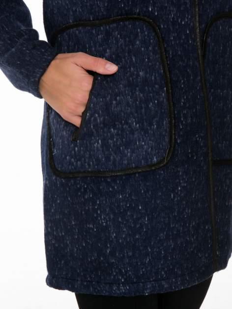 Granatowy wełniany długi żakiet o pudełkowym kroju ze skórzaną lamówką                                  zdj.                                  6