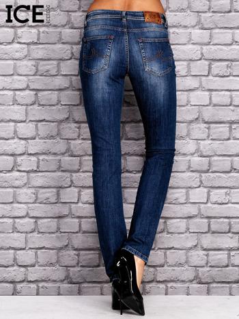 ICEBERG Ciemnoniebieskie spodnie jeansowe z przetarciami                                  zdj.                                  3