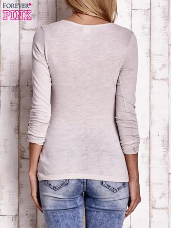 Jasnobeżowa bluzka z podwijanymi rękawami                                  zdj.                                  4