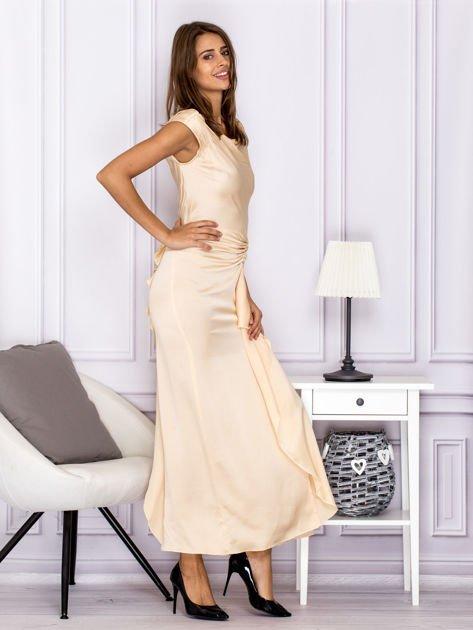 Jasnobeżowa długa sukienka z drapowaniami                              zdj.                              3