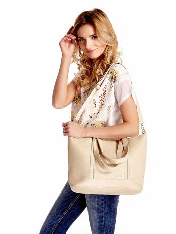 Jasnobeżowa fakturowana torebka damska ze złotymi okuciami                                  zdj.                                  1