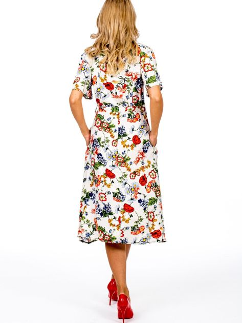 Jasnobeżowa sukienka w kolorowe kwiaty                              zdj.                              2
