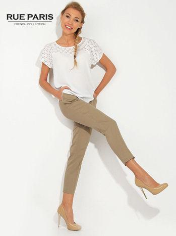Jasnobeżowe spodnie cygaretki z kieszeniami                                  zdj.                                  1