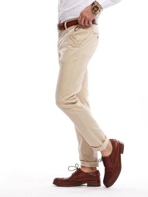 Jasnobeżowe spodnie męskie chinosy o prostym kroju                                  zdj.                                  15