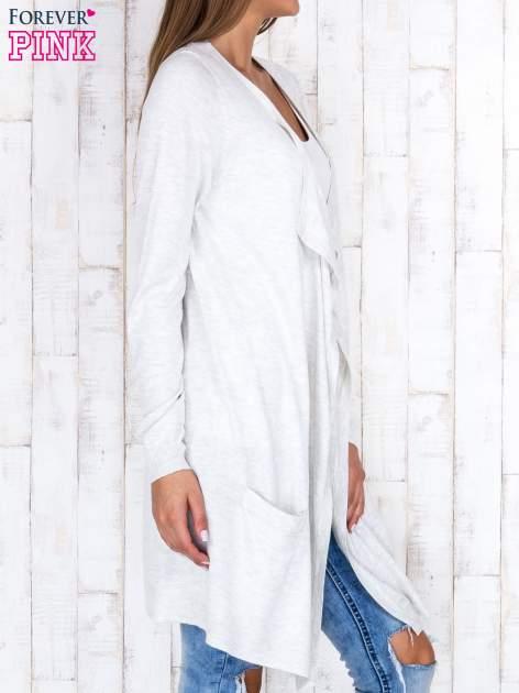 Jasnobeżowy długi niezapinany sweter z kieszeniami                                  zdj.                                  3