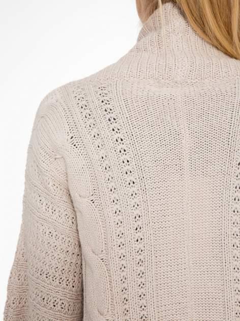 Jasnobeżowy dziergany sweter typu otwarty kardigan                                  zdj.                                  7