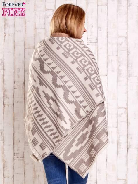 Jasnobeżowy szalik w azteckie wzory                                  zdj.                                  5