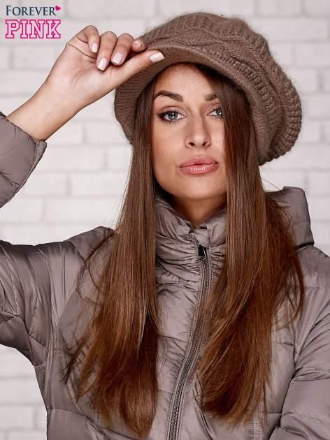 Jasnobrązowa dziergana czapka z daszkiem                                   zdj.                                  1