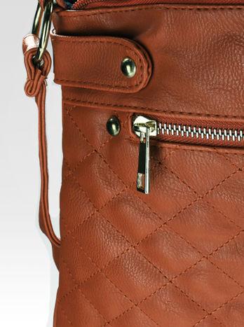Jasnobrązowa pikowana torebka na ramię                                  zdj.                                  9