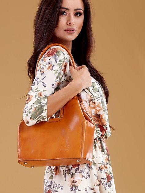 Jasnobrązowa skórzana torba damska z ozdobnym zapięciem                              zdj.                              5