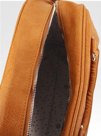 Jasnobrązowa torebka typu miękki kuferek z dodatkowym paskiem                                  zdj.                                  6