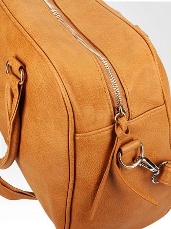 Jasnobrązowa torebka typu miękki kuferek z dodatkowym paskiem                                  zdj.                                  8