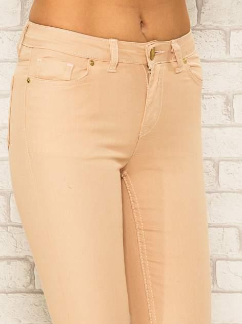 Jasnobrązowe spodnie rurki skinny z kieszeniami                                  zdj.                                  5
