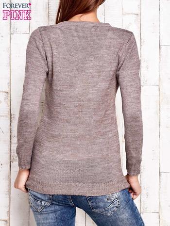 Jasnobrązowy dzianinowy sweter z wiązaniem                                  zdj.                                  4