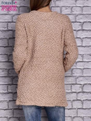 Jasnobrązowy sweter long hair zapinany na suwak                                  zdj.                                  4