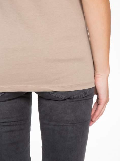 Jasnobrązowy t-shirt z motywem zwierzęcym                                  zdj.                                  9