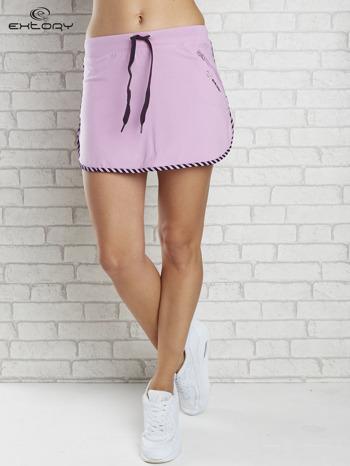 Jasnofioletowa spódnica dresowa z kieszonką na suwak