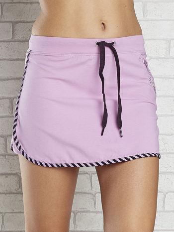 Jasnofioletowa spódnica dresowa z kieszonką na suwak                                  zdj.                                  4