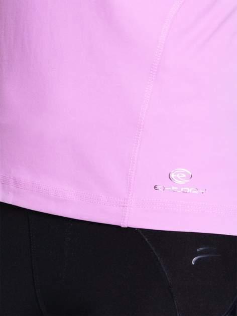 Jasnofioletowy damski t-shirt sportowy z dekoltem U                                  zdj.                                  4