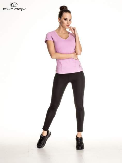 Jasnofioletowy damski t-shirt sportowy z dekoltem V PLUS SIZE                                  zdj.                                  2