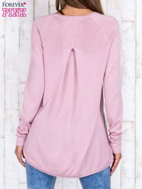 Jasnofioletowy sweter z dłuższym tyłem i zakładką na plecach                                  zdj.                                  4