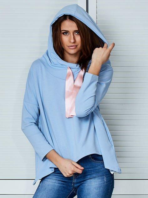 Jasnoniebieska bluza z kapturem i wstążką                                  zdj.                                  5