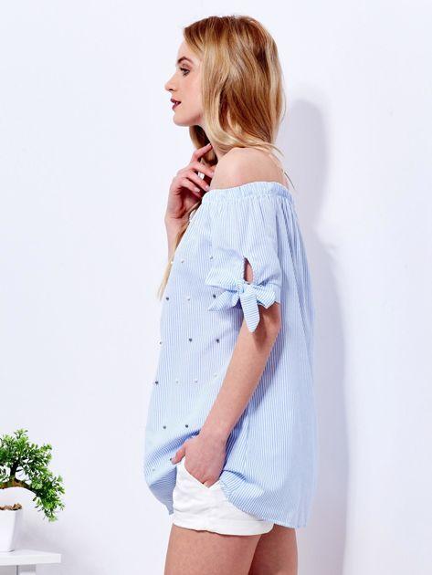 Jasnoniebieska bluzka hiszpanka w paski z perełkami                              zdj.                              5