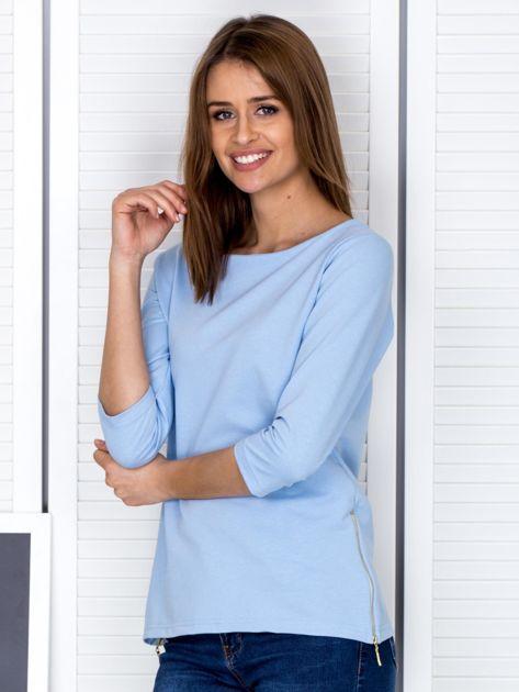 Jasnoniebieska bluzka z bocznymi suwakami                              zdj.                              3