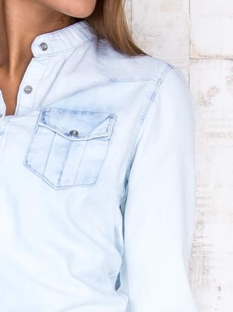 Jasnoniebieska damska koszula z jeansu                                  zdj.                                  5