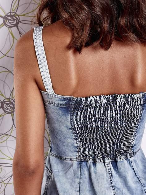 Jasnoniebieska dekatyzowana sukienka jeansowa z kieszeniami                                  zdj.                                  8