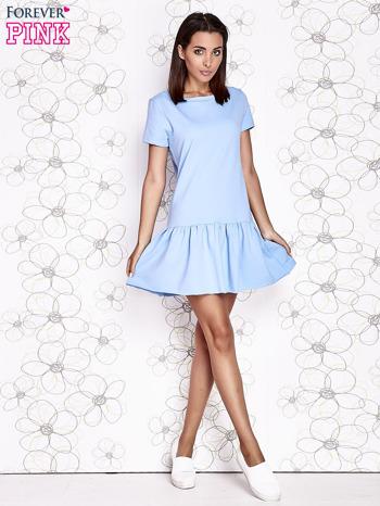 Jasnoniebieska dresowa sukienka z wycięciem na plecach                                   zdj.                                  2