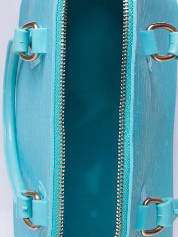 Jasnoniebieska fakturowana torba gumowa kuferek z rączką                                  zdj.                                  3