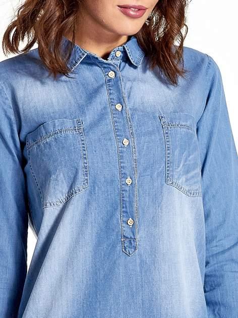 Jasnoniebieska jeansowa długa koszula z kieszeniami                                  zdj.                                  6