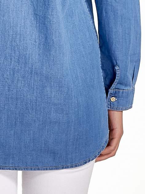 Jasnoniebieska jeansowa długa koszula z kieszeniami                                  zdj.                                  7