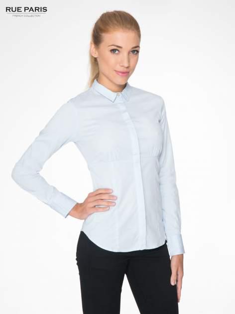 Jasnoniebieska koszula damska odcinana pod biustem z marszczeniem                                  zdj.                                  1
