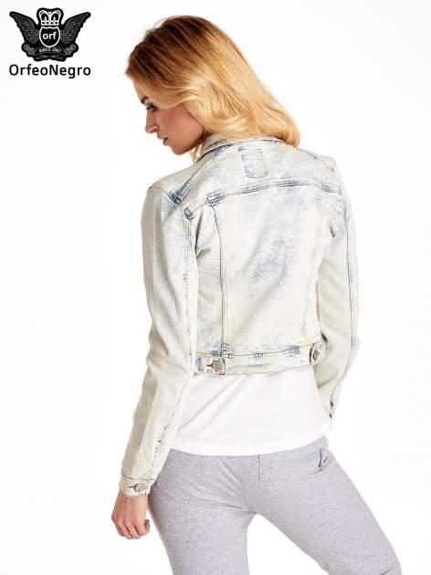 Jasnoniebieska kurtka jeansowa damska marmurkowa Jasnoniebieska kurtka jeansowa damska marmurkowa z kieszeniami                                  zdj.                                  4