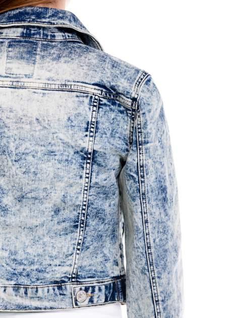 Jasnoniebieska kurtka jeansowa damska z marmurkowego denimu                                  zdj.                                  7