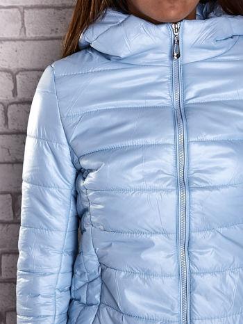 Jasnoniebieska przejściowa kurtka z kapturem i kieszeniami                                  zdj.                                  8