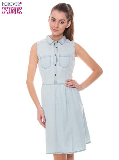 Jasnoniebieska rozkloszowana sukienka jeansowa z koronkowymi wstawkami                                  zdj.                                  1