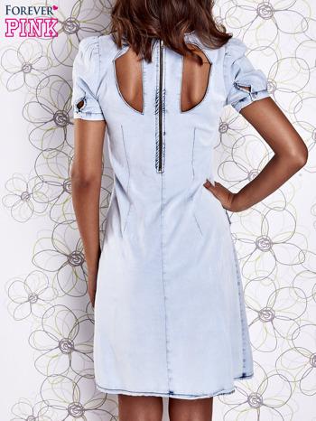 Jasnoniebieska sukienka z wycięciami na plecach                                  zdj.                                  2