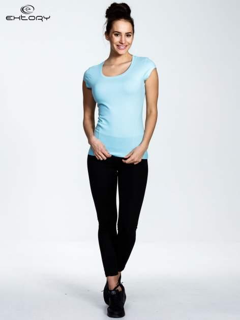 Jasnoniebieski damski t-shirt sportowy basic                                  zdj.                                  2