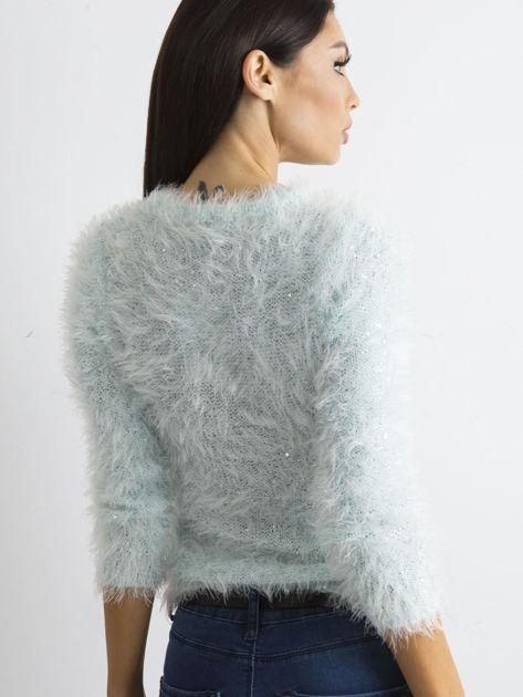 Jasnoniebieski sweter z długim włosem i cekinami                              zdj.                              2