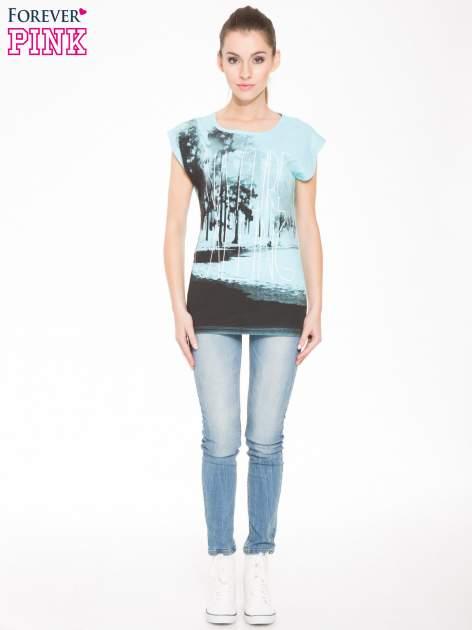 Jasnoniebieski t-shirt z nadrukiem NATURE                                  zdj.                                  4