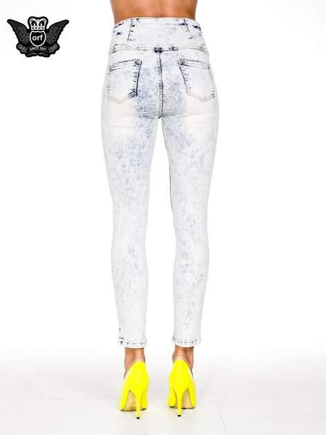 Jasnoniebieskie gorsetowe spodnie jeansowe typu skinny                                  zdj.                                  3